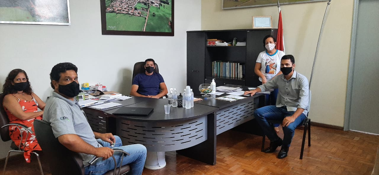 Prefeito de Douradoquara recebe equipe do CIDES